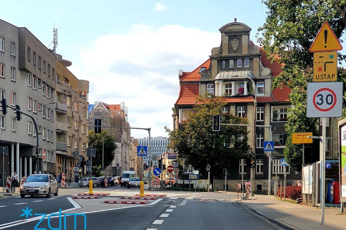 Bez sygnalizacji na skrzyżowaniu ulic Poznańskiej, Jeżyckiej i Mickiewicza