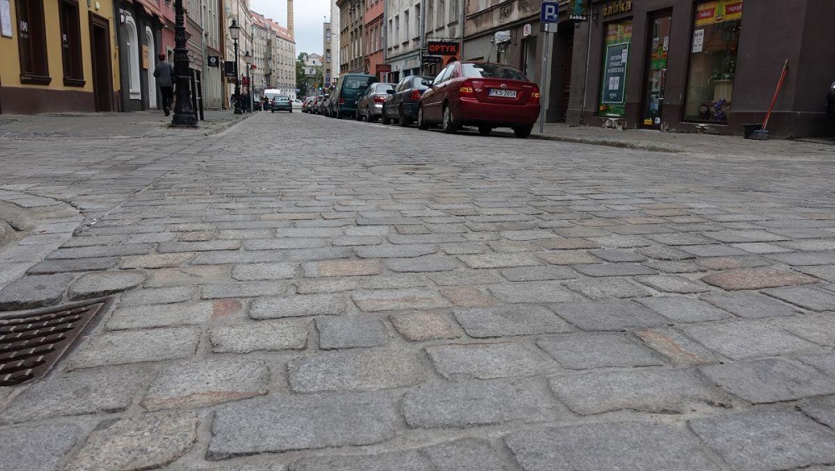 Zmieniony bruk na ulicy Wodnej i Ślusarskej po odbiorze technicznym