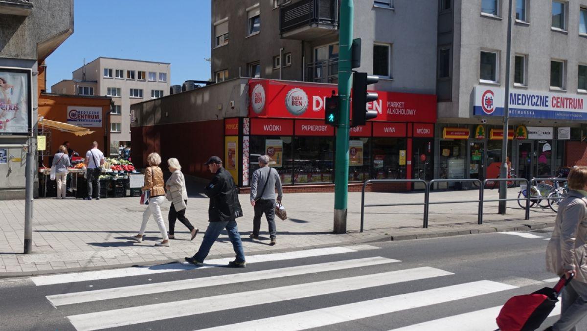 Solarne słupki przy przejściu dla pieszych