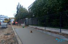 Prace przy budowie chodnika