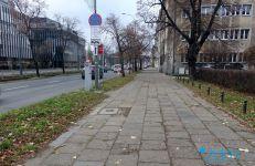 Chodnik na ul. Królowej Jadwigi przed przebudową