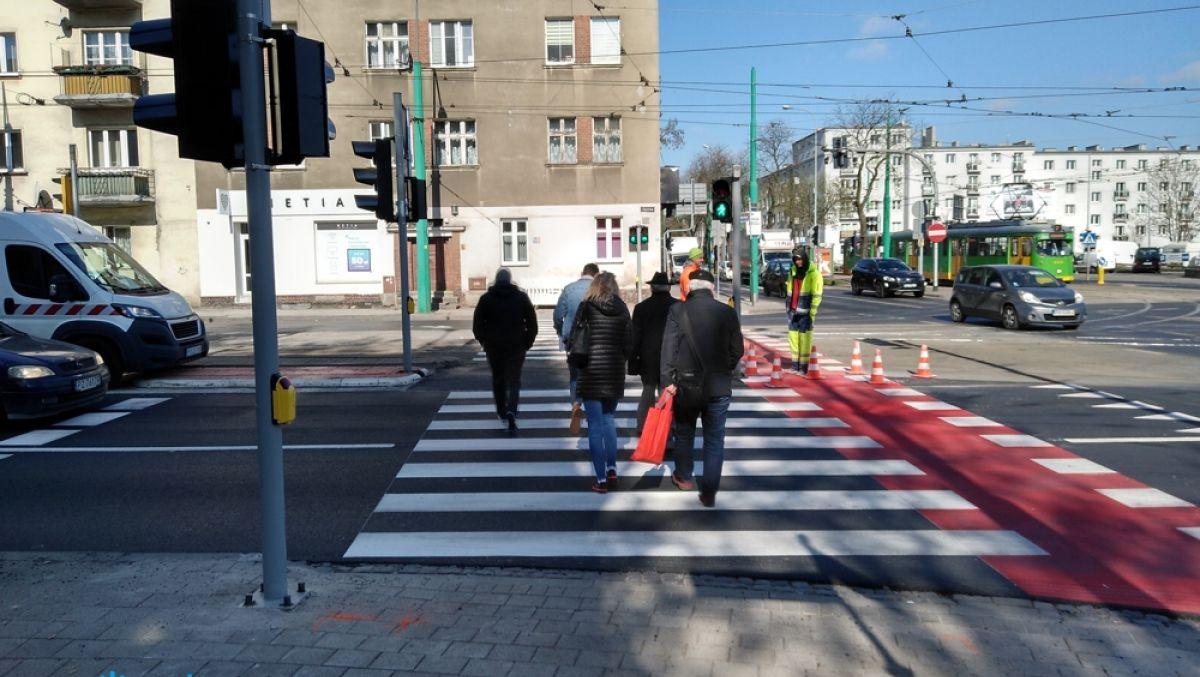 Można korzystać z nowego przejścia dla pieszych przez ul. Głogowską