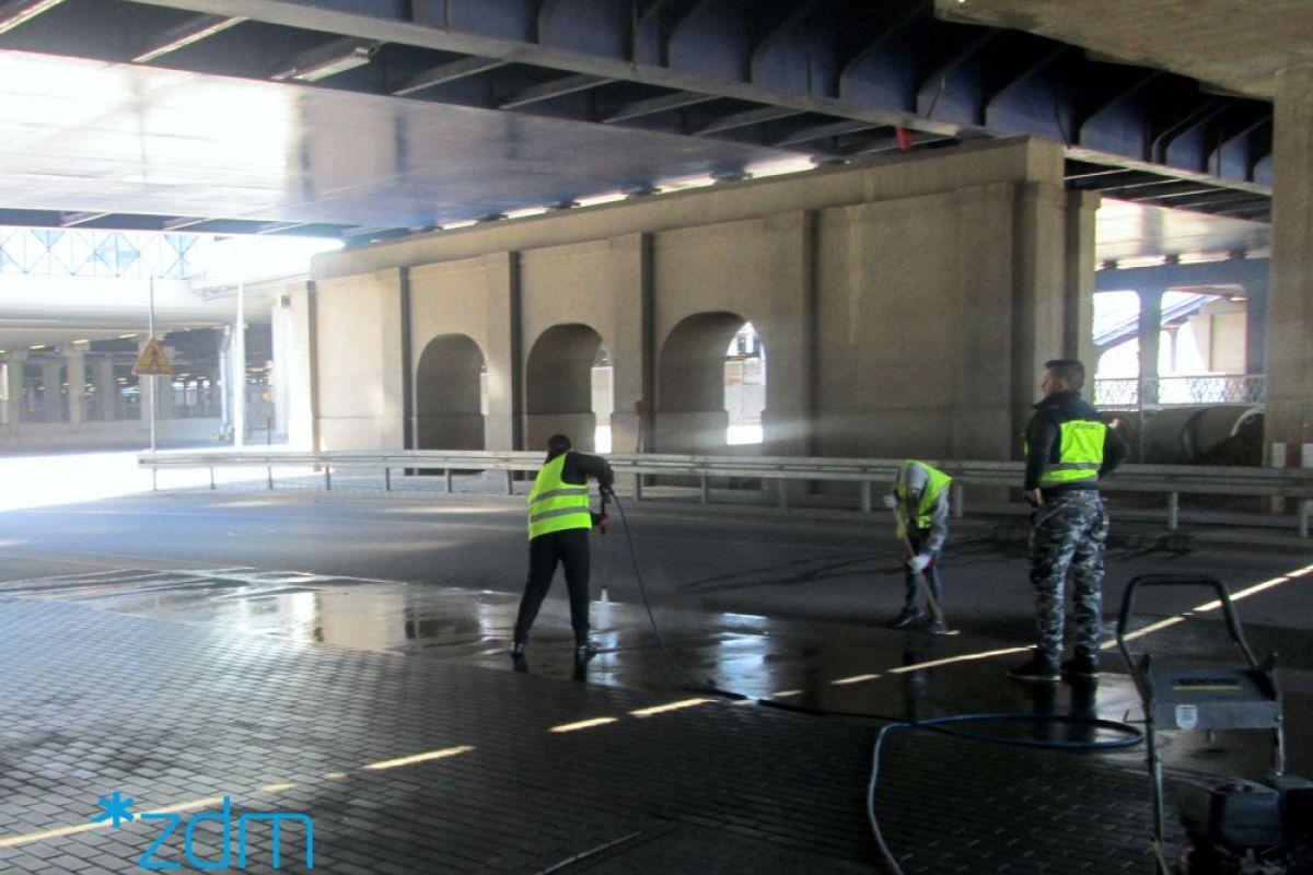 Rozpoczęliśmy ciśnieniowe mycie chodników w centrum miasta