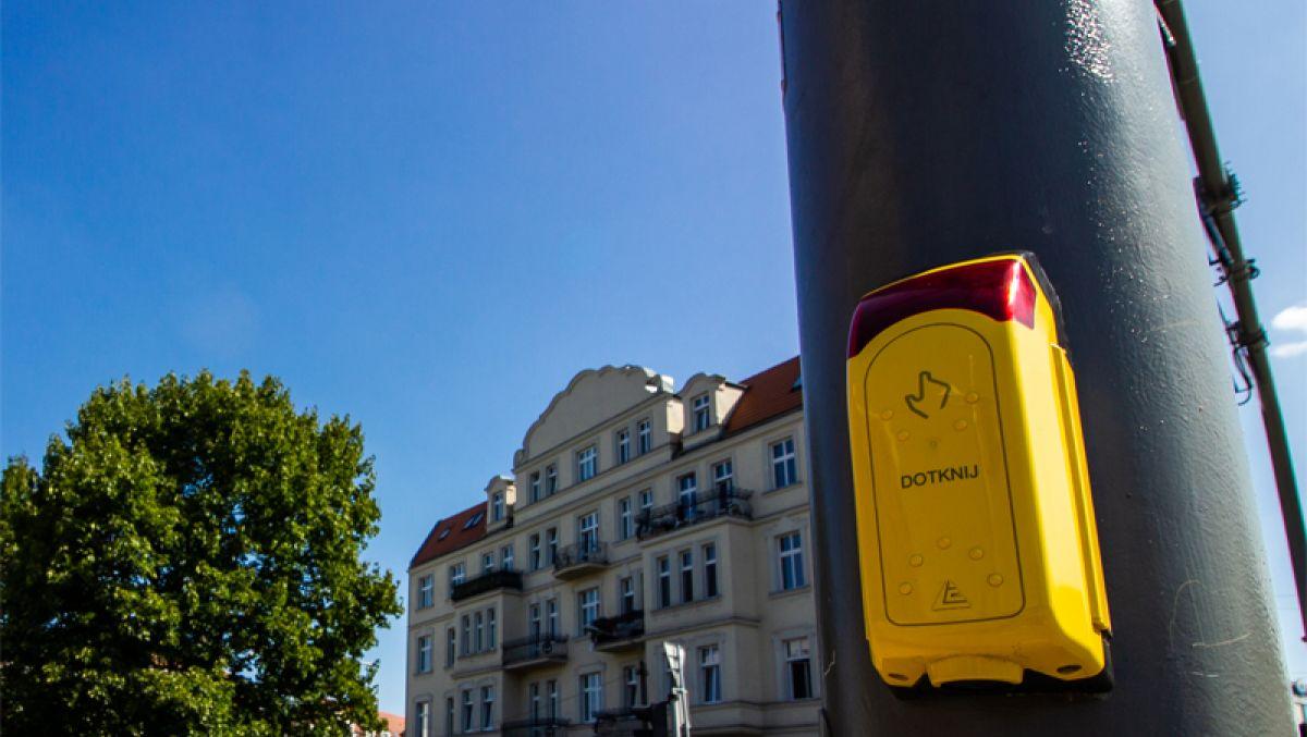Bez przycisków dla pieszych i rowerzystów. Zielone światło zapali się automatycznie