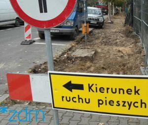 Utrudnienia dla parkujacych i pieszych na ul. Świt