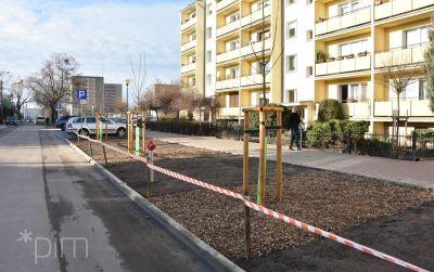 Ul. Wyłom z nowymi chodnikami i miejscami parkingowymi