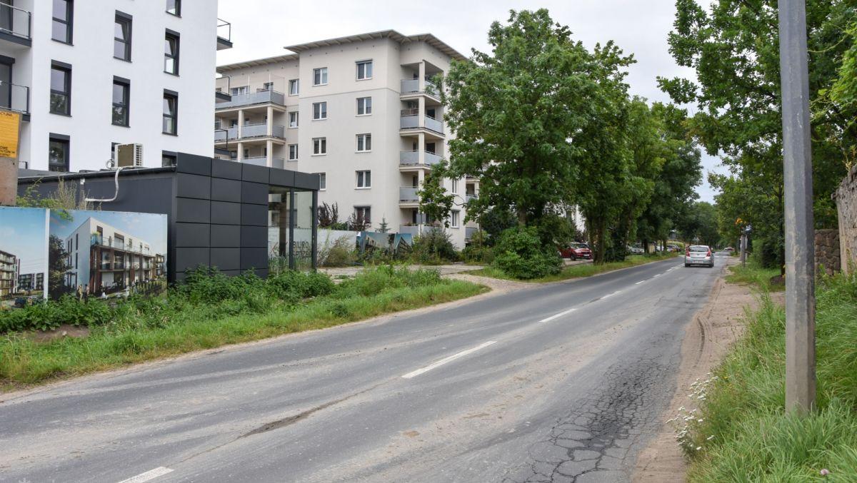 Pięć firm chce zbudować chodnik, kanalizację i wodociąg na ul. Mateckiego