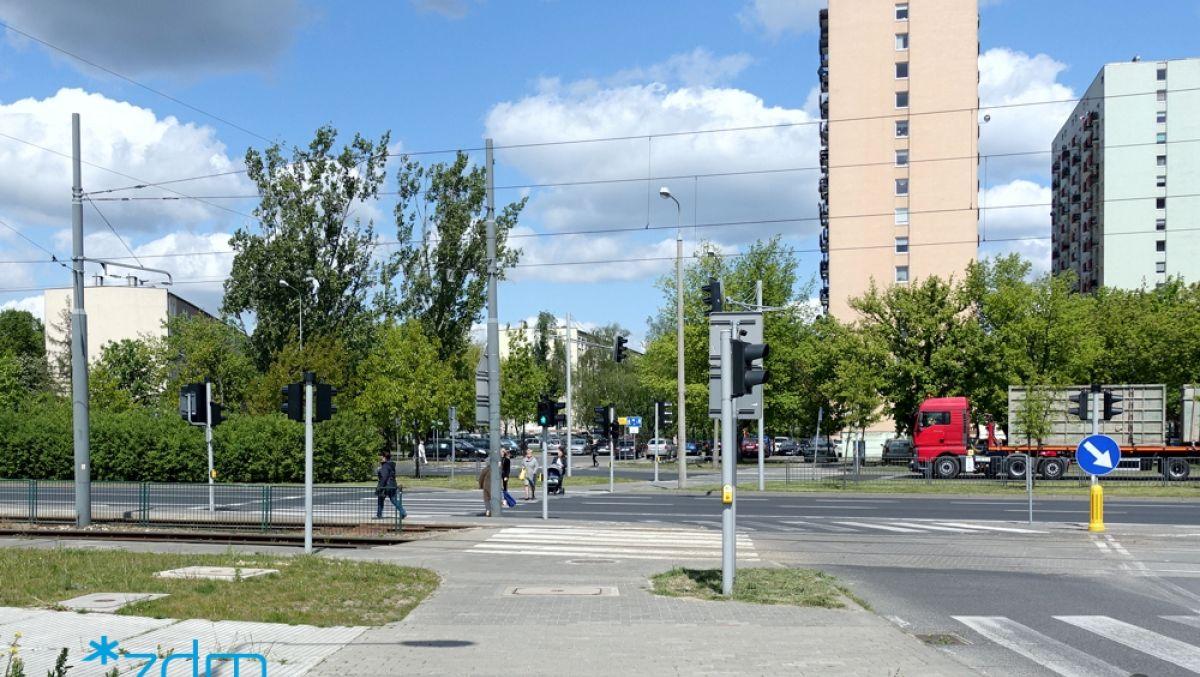 Sygnalizcja akustyczna na skrzyżowaniu Al. Solidarności i ul. Rylejewa
