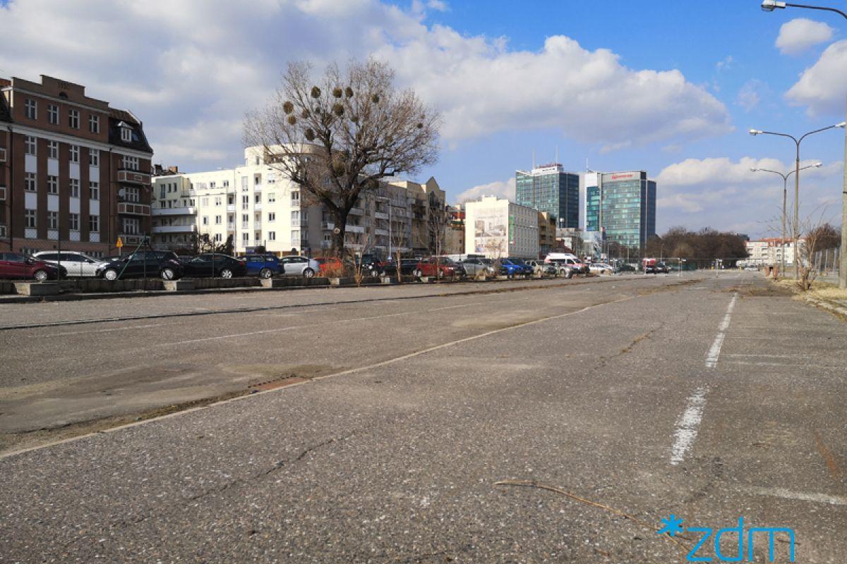 Więcej miejsc na parkingu buforowym przy ul. Dolna Wilda