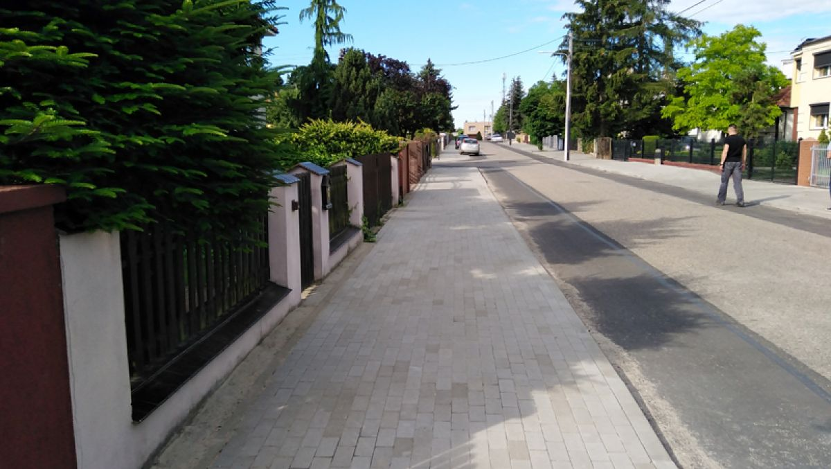 Gladiolowa z nowymi chodnikami